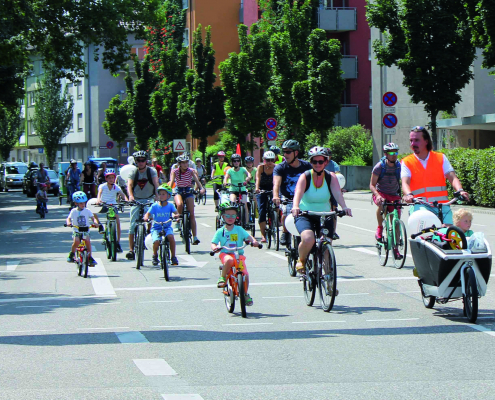 Große und Kleine auf dem Fahrrad bei der Kidical Mass